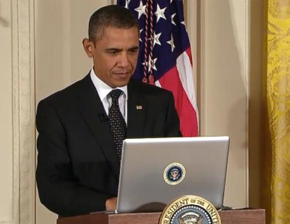 Screenshot of President Obama sending a tweet through the @whitehouse account
